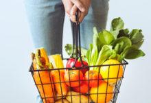 Casal começou de porta em porta, inaugura oitavo supermercado