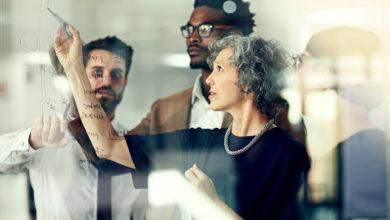 A idade importa: como a colaboração nos ambientes de trabalho varia entre as diferentes gerações